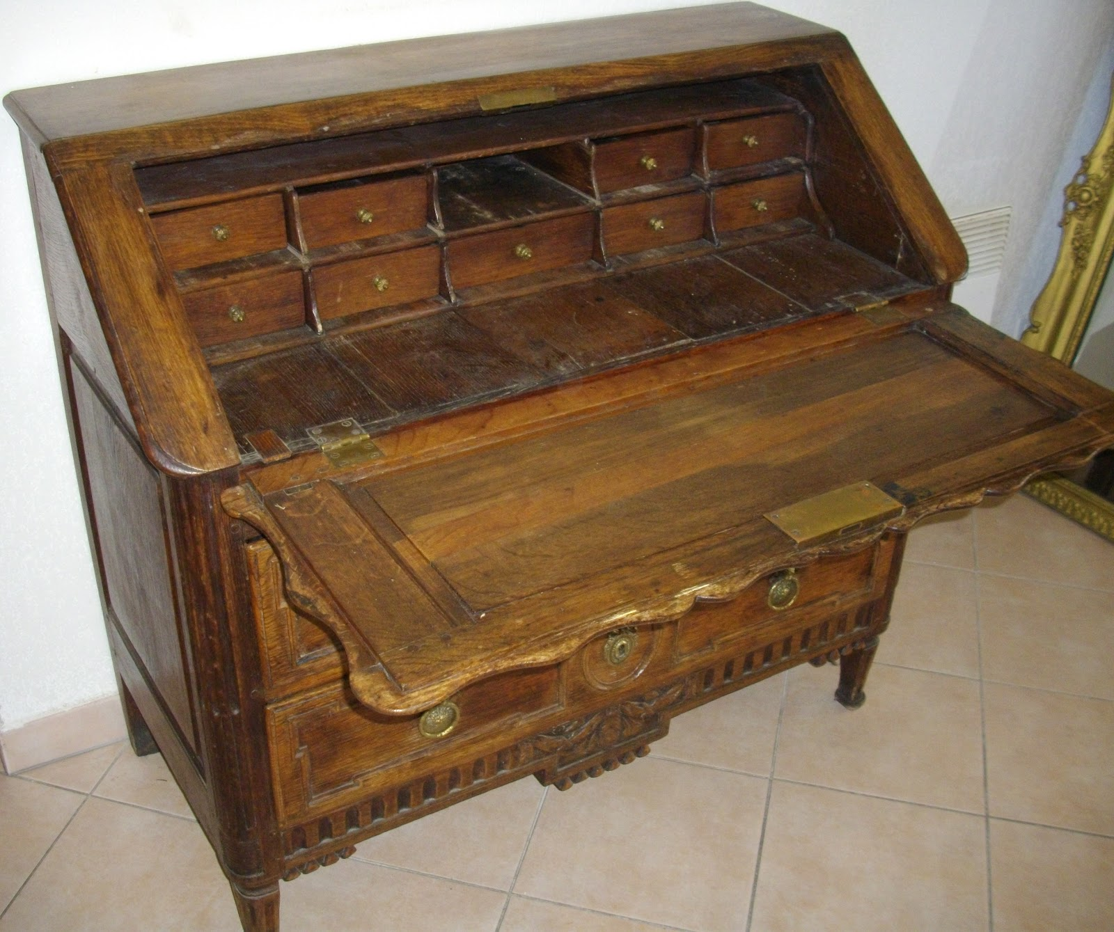 Meuble ancien bureau pente secr taire dos d ane a secret for Meuble bureau a cle