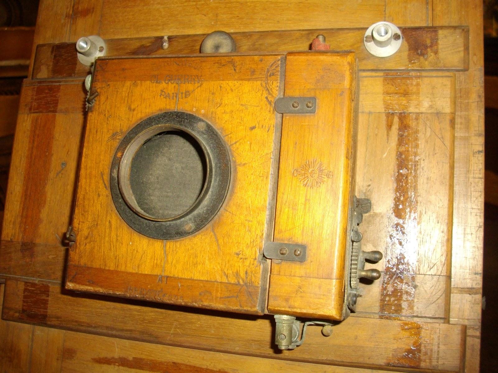 ancien appareil photo a soufflet bois chambre photographique obturateur guerry showroom. Black Bedroom Furniture Sets. Home Design Ideas