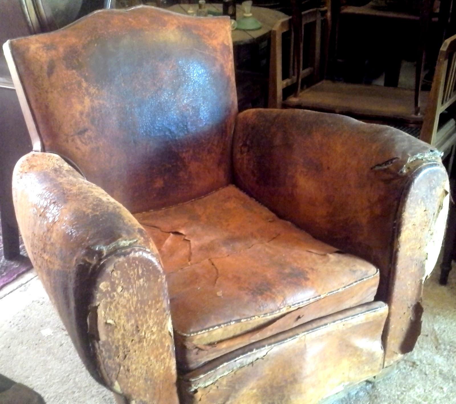 ancien fauteuil club dossier moustache en cuir art d co no. Black Bedroom Furniture Sets. Home Design Ideas