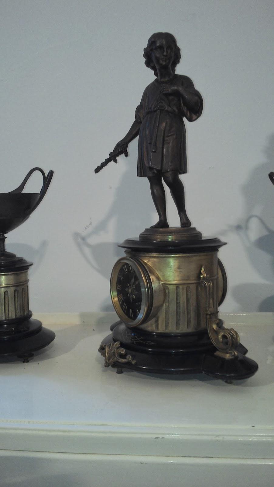 alten putz bronze kamin burg uhr bronze und schwarzem marmor uhrwerk paris brocot japy. Black Bedroom Furniture Sets. Home Design Ideas