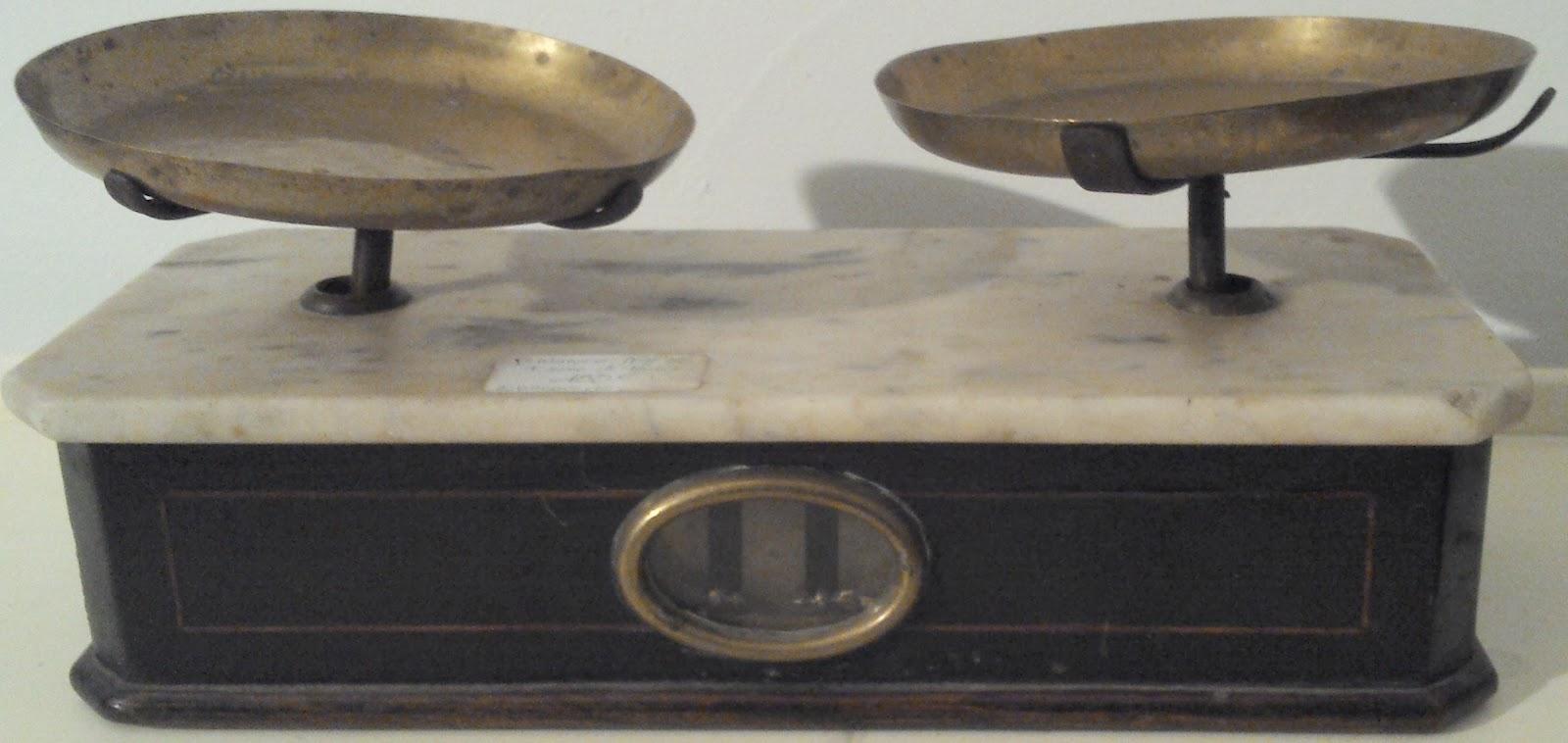le vide grenier de didou la brocante balance napol on iii bois noirci et marbre poids bronze. Black Bedroom Furniture Sets. Home Design Ideas